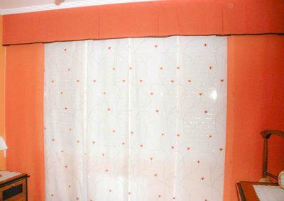 Panel japones con cortinas naranjas