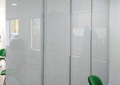 paneles japoneses blancos en oficina